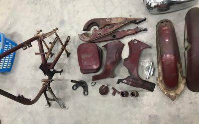 ČZ 125/473 – lakovanie dielov motocyklu