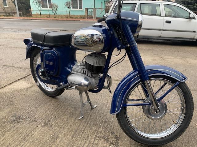 ČZ 250/475 Sport – Kompletná renovácia motocyklu