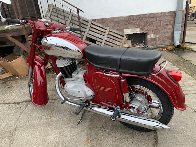 Jawa 250/559 Automatik – kompletná Renovácia motocyklu